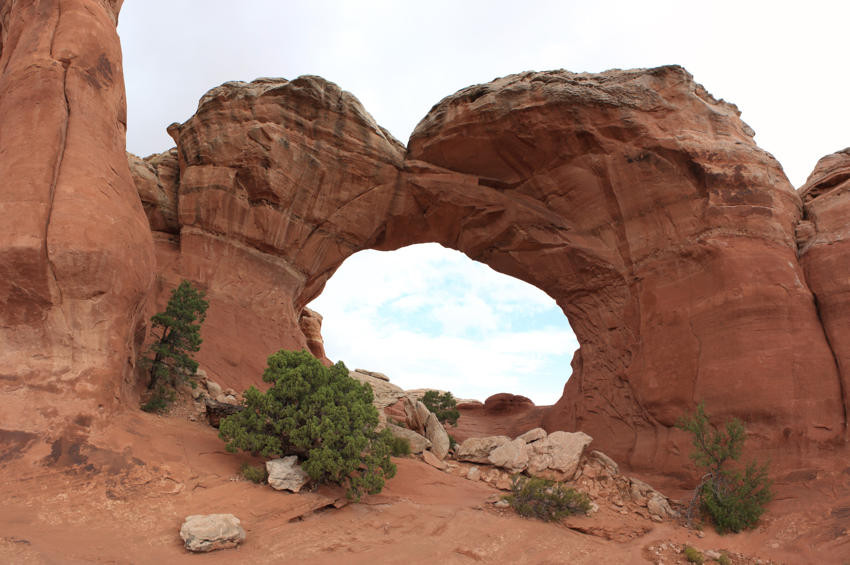 The Broken Arch. Note the broken parts on the ground and the obvious cleft centre left of the arch. The trail to the arch actually passes through the arch itself on the way to the campground (closed in 2017)