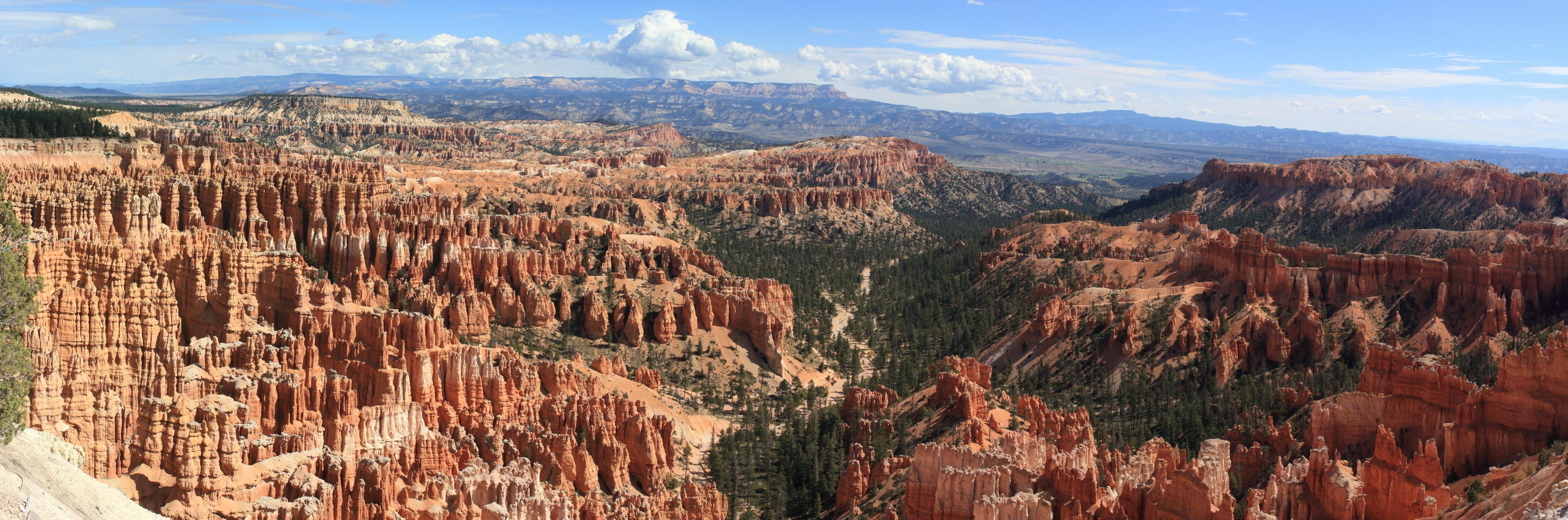 The Bryce Amphitheatre. Note the Aquarius Plateau on the distant horizon.