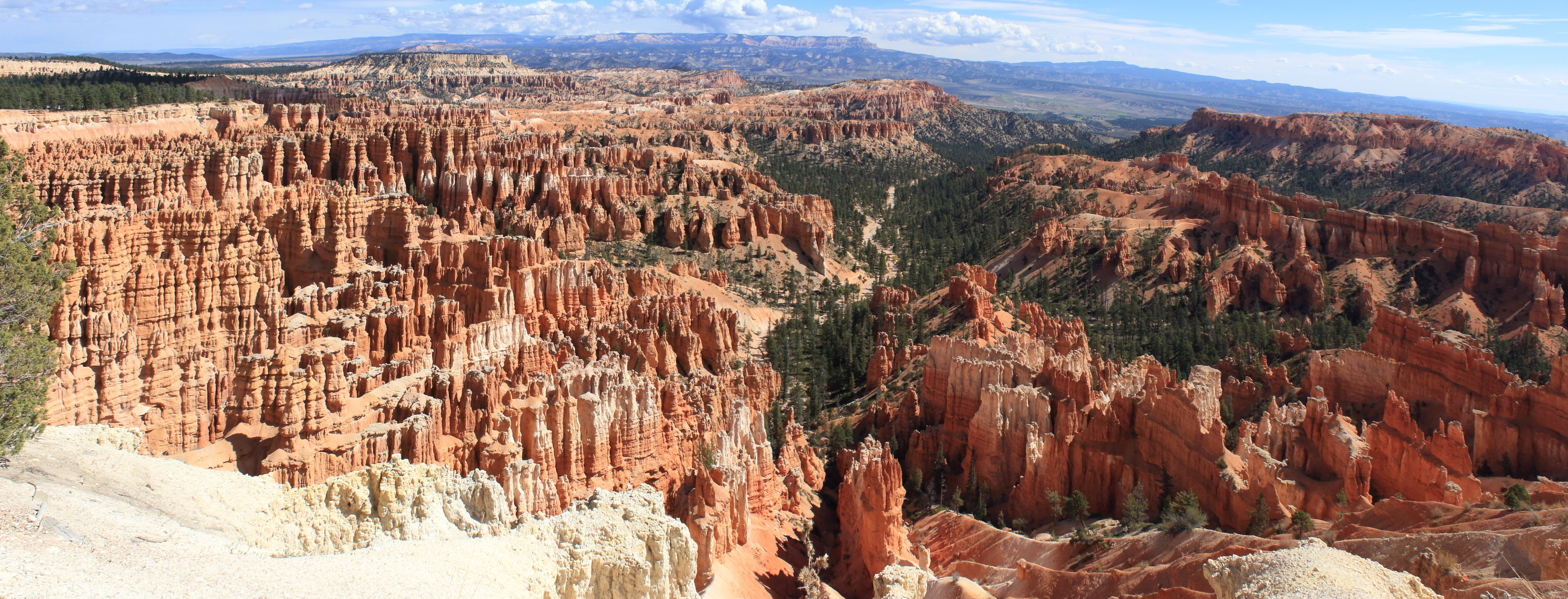 Bryce - Amphitheatre. The spectacular view from Inspiration Point. This is the heart of Bryce Canyon where the hoodoos are at their most dense concentration.