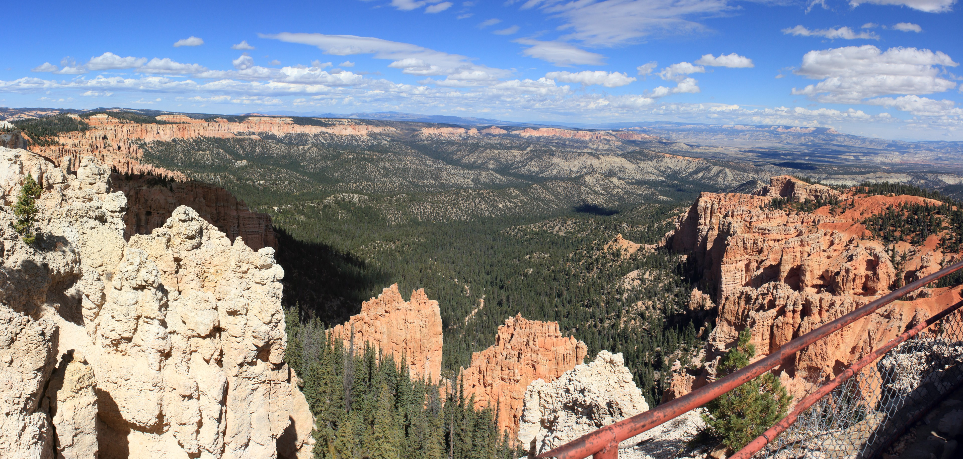 Bryce - Rainbow Point. The southern most viewpoint looking back across the length of the pink cliffs.