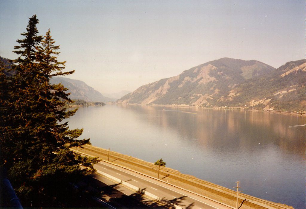 The photo above was taken just after sunrise at Cascade Locks looking west.