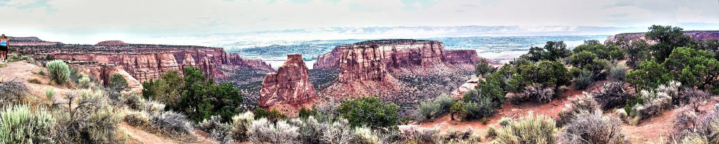 This panorama shows the 'independence' fin from another point of view and shows the broad valley cut by the Colorado river running east (right) to west (left) from Grand Juction.(Note: Since the day was quite grey, I have cheated at bit with some image processing to enhance the dynamic range and sharpness of this shot).