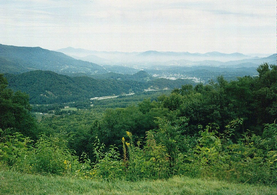 View of the Shenadoah valley from the Skyling ridge.